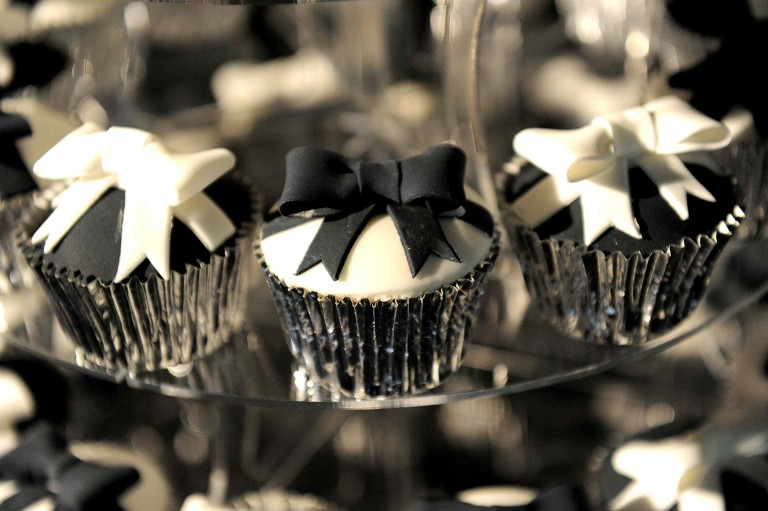B&W Party - cupcakes